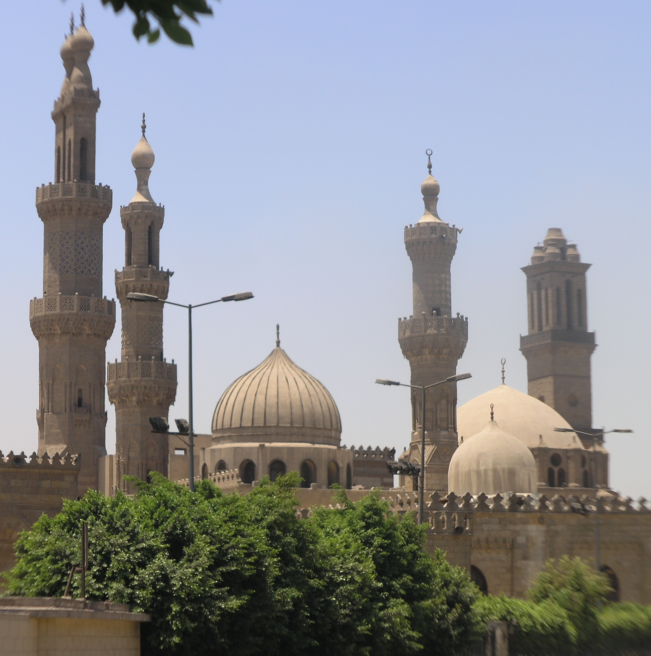 Exterior view of al-Azhar Mosque (Daniel Mayer, Creative Commons)