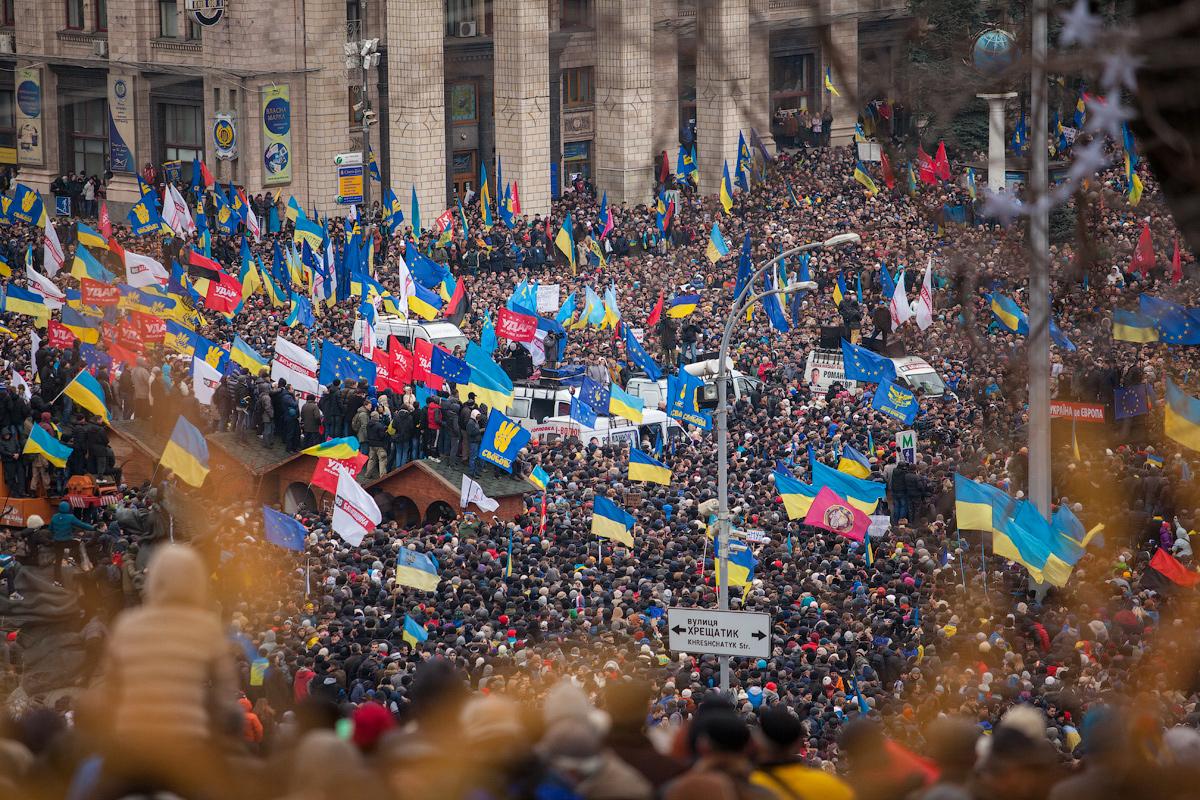 Emergent behavior—Euromaidan, Kyiv Jan 2013.