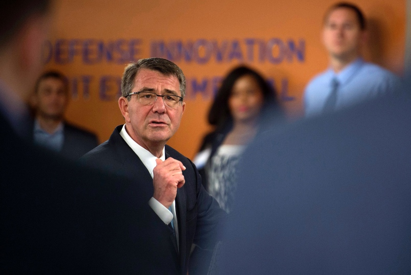 Secretary of Defense Ash Carter speaks with Defense Innovation Unit Experimental employees on May 11, 2016, in California.(Adrian Cadiz, U.S. Air Force Photo)
