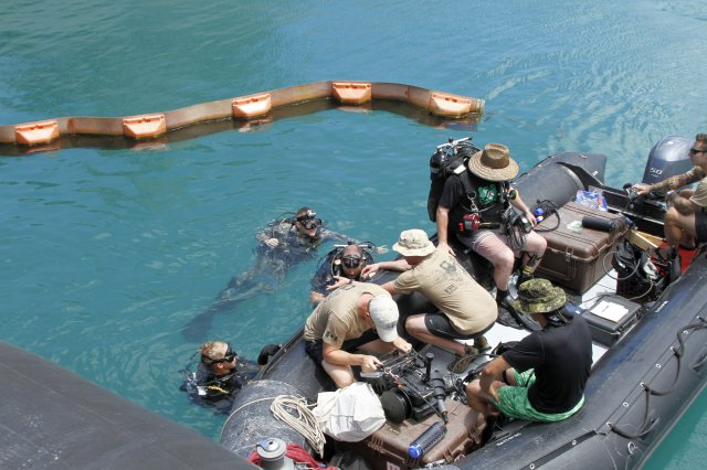 U.S. Army divers with 7th Engineer Dive Detachment, 8th Theater Sustainment Command, train with Canadian and Australian dive teams during RIMPAC 2016 (Sgt. Jon Heinrich/U.S. Army Photo)