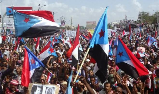 Yemeni protestors take part in a demonstration in Aden, calling for their independence from Sanaa on March 18, 2013. (AFP)