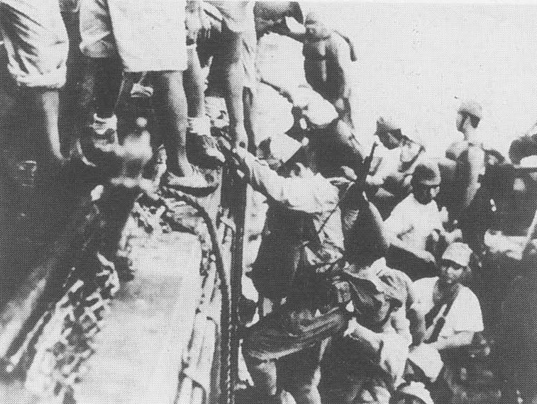 "Japanese troops load onto a destroyer in preparation for a ""Tokyo Express"" mission to Guadalcanal in 1942. (Pacific Ground War/Wikimedia)"