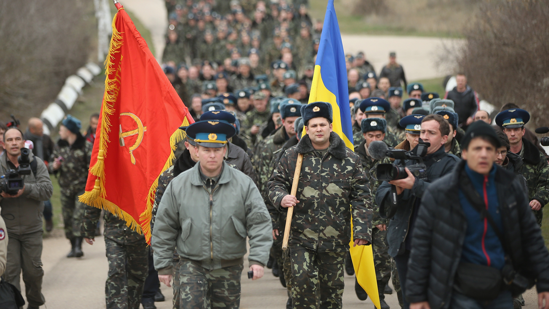 Colonel Yuli Mamchor, commander of the Ukrainian military garrison at the Belbek airbase, and his troops, march behind both the Ukraine flag and a Soviet Red Army flag. Continued sympathy for the former Soviet Union among the masses of the Ukraine and Russia means that even bourgeois, anti-working class forces like the Ukrainian and Russian militaries sometimes use Soviet symbols in order to gain acceptance. (Sean Gallup/Getty Images)