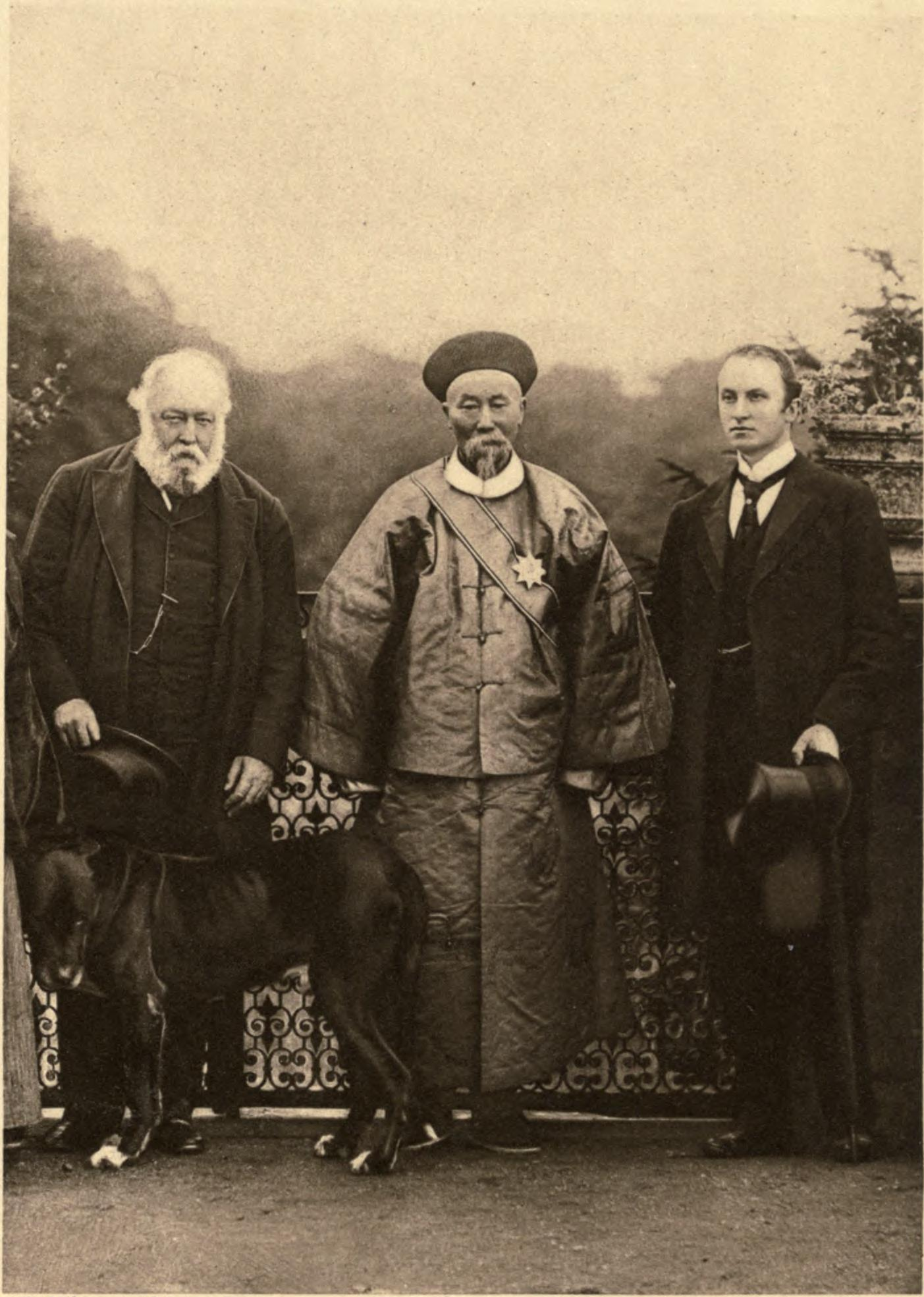 Li Hung Chang with Lord Salisbury and Lord Curzon (William Francis Mannix/W. & D. Downey/Wikimedia)