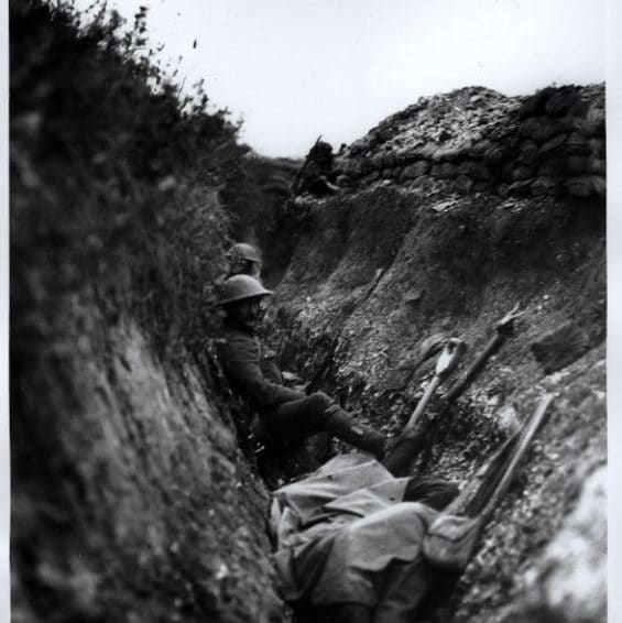 Troops in a support trench during the Battle of the Somme, 1916. (Imperial War Museum)