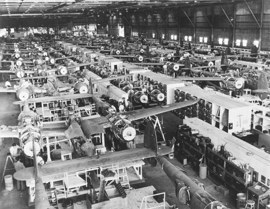 Overall view of Lockheed's mechanized P-38 assembly line; 10,037 aircraft would be built between 1941 and 1945. (Wikimedia)