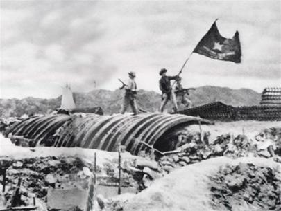 Viet Minh troops plant their flag over the captured French headquarters at Dien Bien Phu. (Wikimedia Commons)
