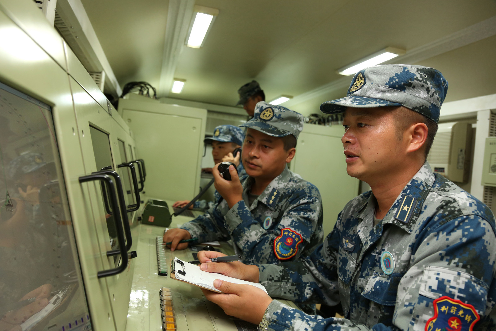 Command and control technicians assigned a missile brigade of the air force under the PLA Central Theater Command deal with flight information during a ground-aerial confrontation drill at a military training base in China's northern Fujian province on Oct. 10, 2016. ( 81.cn/ Li Ming )