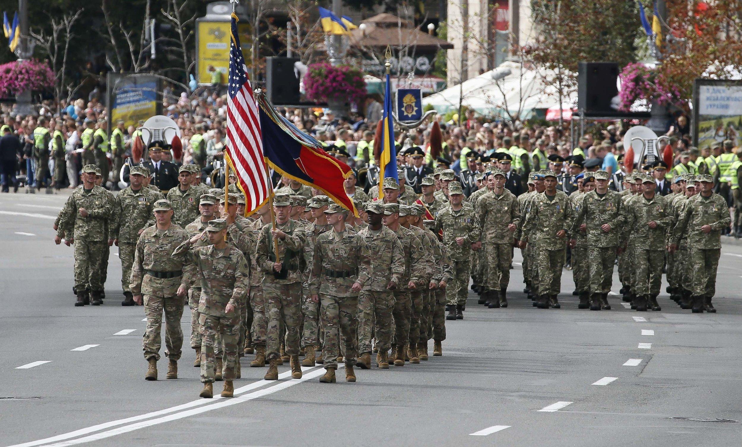 U.S. servicemen (front) march during a military parade marking Ukraine's Independence Day in Kyiv, Ukraine, August 24, 2017. (Reuters/Gleb Garanich)