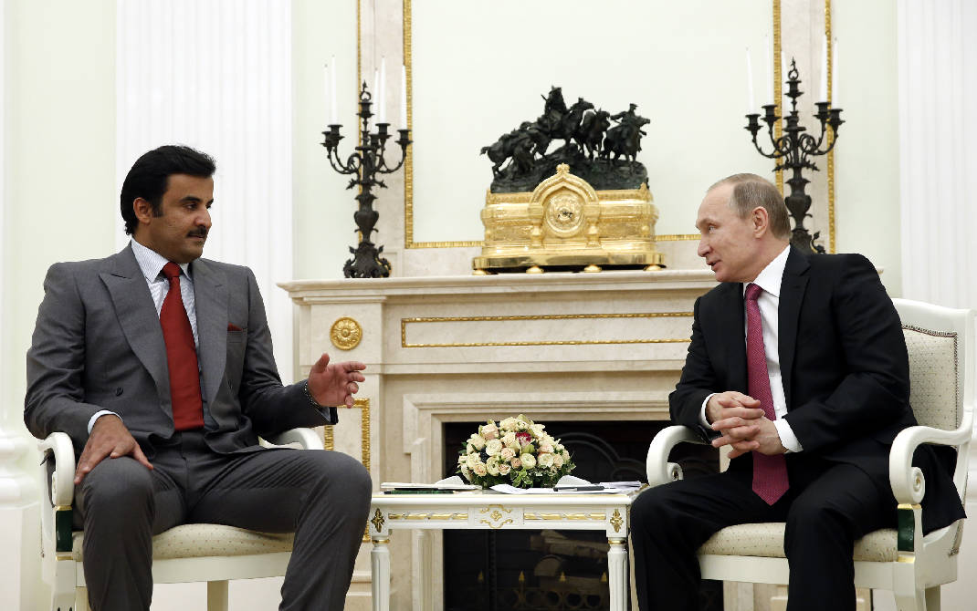 Russian President Vladimir Putin speaks with Qatar's Emir Tamim bin Hamad Al Thani in Moscow on Jan. 18, 2016. (Yuri Kochetkov/AP)