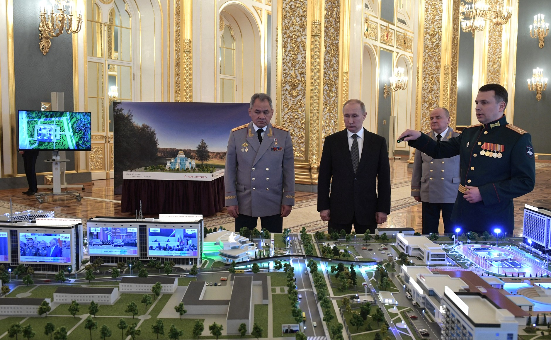 Russian Minister of Defence Sergei Shoigu and President Vladimir Putin attend a presentation on the Era military innovation technopolis in the Kremlin's St.Andrew Hall. (President of Russia)