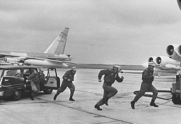 A Strategic Air Command crew runs to their aircraft during an alert, 10 February 1960 (Getty Images)