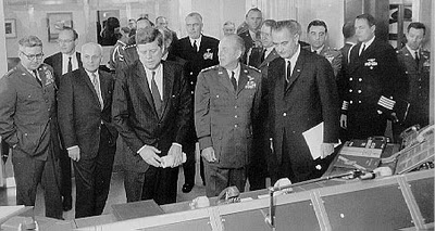 President John F. Kennedy at the Command Post during a tour of Strategic Air Command Headquarters, Offut Air Force Base, Nebraska, December 1962. (John F. Kennedy Presidential Library.)
