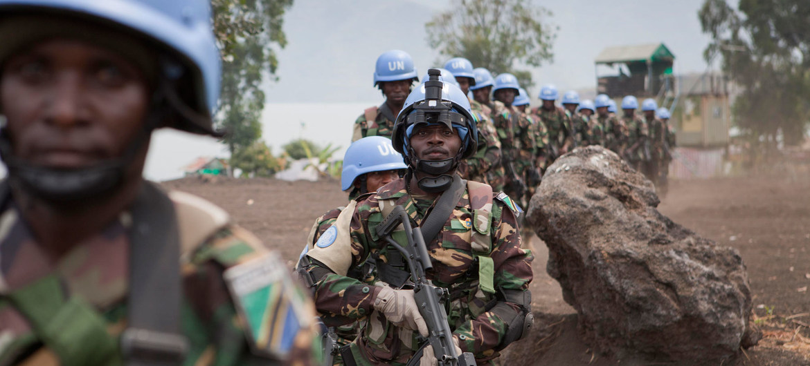 Special intervention brigade forces from Tanzania, part of the UN peacekeeping mission in the Democratic Republic of the Congo, on duty in Sake, North Kivu, in July 2013. (Sylvain Liechti/United Nations)