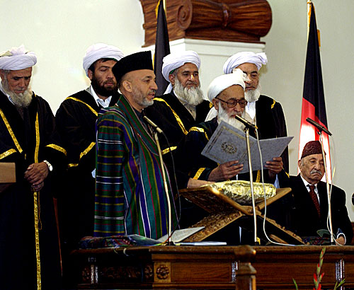 Zahir Shah, the last King of Aghanistan is seated at the far right during the oath ceremony of Hamid Karzai on 7 December 2004. (MSgt James M. Bowman/DoD Photo)