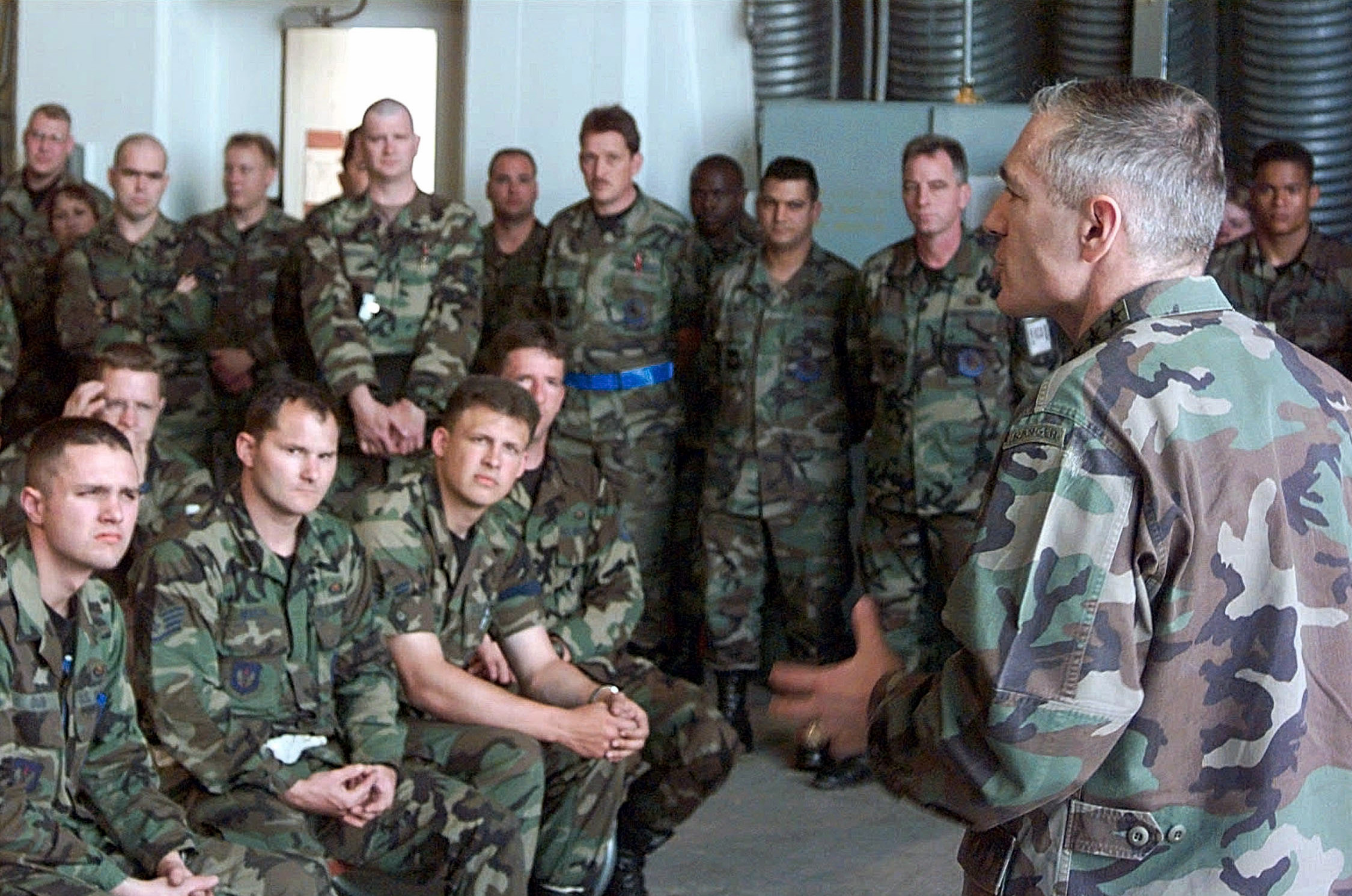 General Wesley Clark, Supreme Allied Commander of Europe, meets with members of the 510th Fighter Squadron and the 555th Fighter Squadron who are deployed to Aviano Air Base, Italy, on May 9, 1999, in support of NATO Operation Allied Force. (SrA Mitch Fuqua/USAF Photo/Wikimedia)