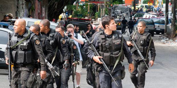 Military police patrol in Rocinha, Rio de Janeiro. (Rodrigo Lobo/International Blvd)