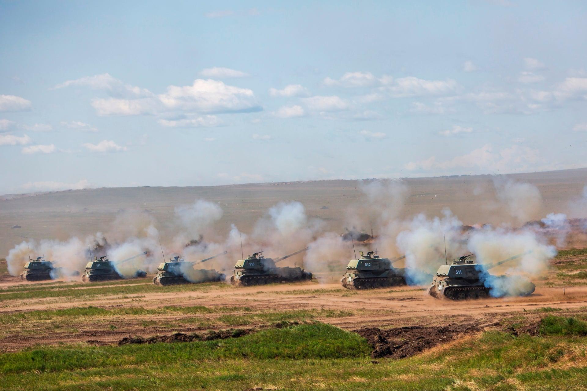 Russian self-propelled artillery during a Vostok live-firing drill (EPA)