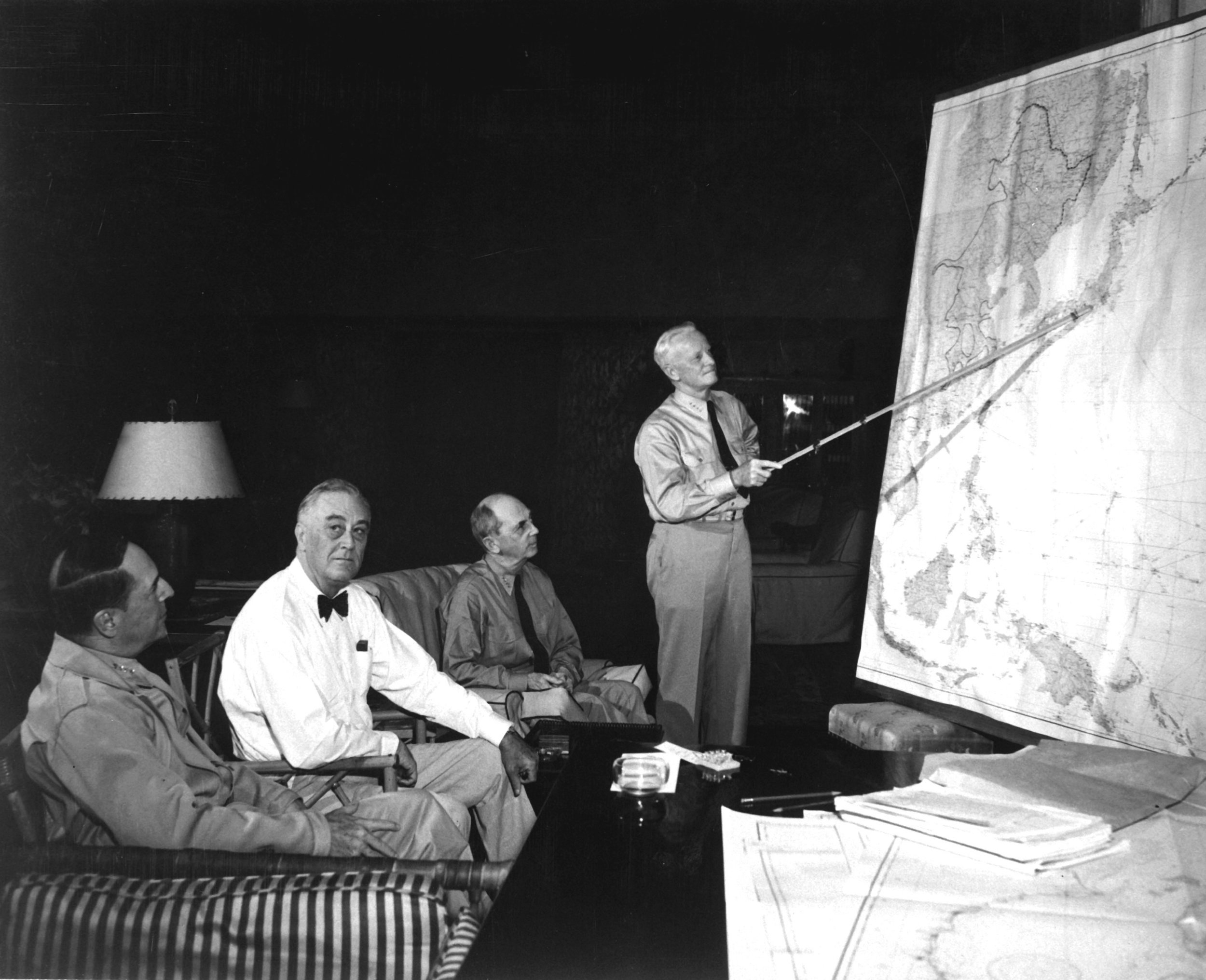 Admiral Nimitz, commander of Eastern Pacific, briefs President Roosevelt, Admiral Leahy, and General MacArthur, commander of the Western Pacific, on operations advancing toward Japan. (Wikimedia)