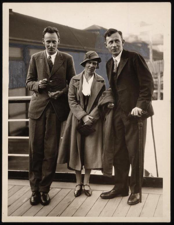 Margaret Mead with anthropologist Gregory Bateson (on the left) and Reo Fortune, Sydney, Australia, June 1933. When this photograph was taken in 1933, the three anthropologists were just returning from field work in New Guinea. (Library of Congress)