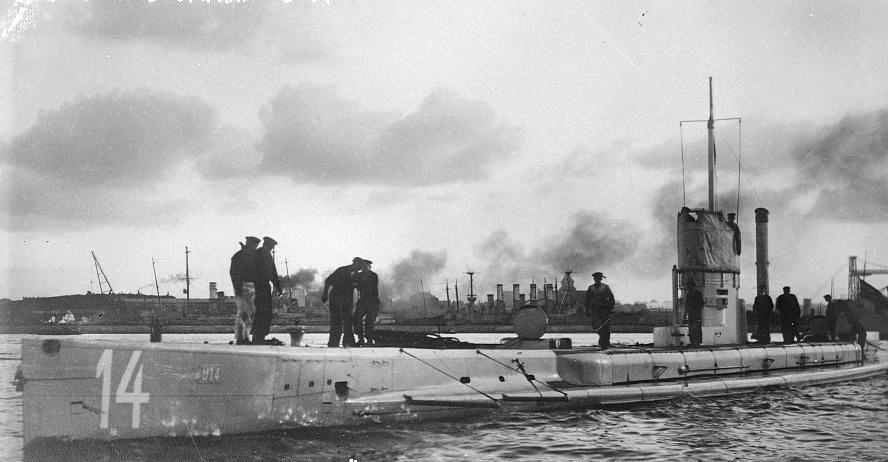German submarine U-14 between ca. 1910 and ca. 1915 (Library of Congress/Wikimedia)