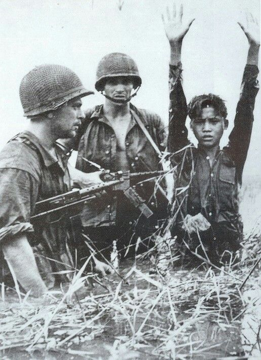 French soldiers with a captured member of the Viet Minh (Pinterest)