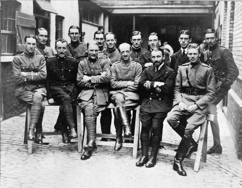 Brooke-Popham, front row third from left, with British military aviation pioneers. (Wikimedia)