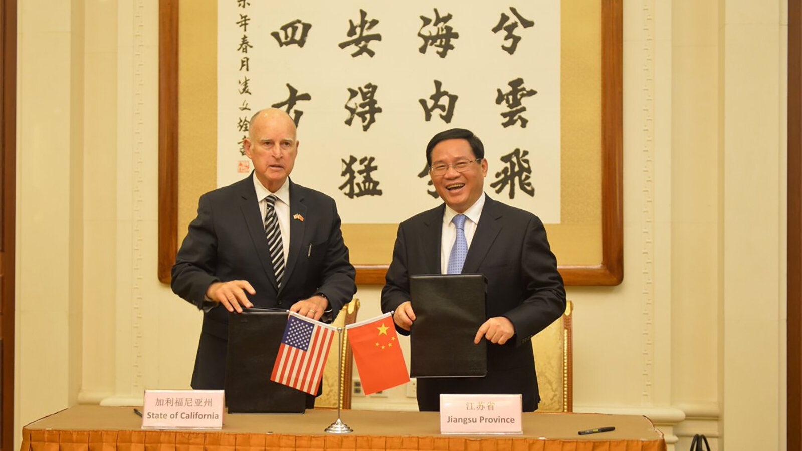 Jerry Brown and Xi Jinping in 2017 (Twitter)