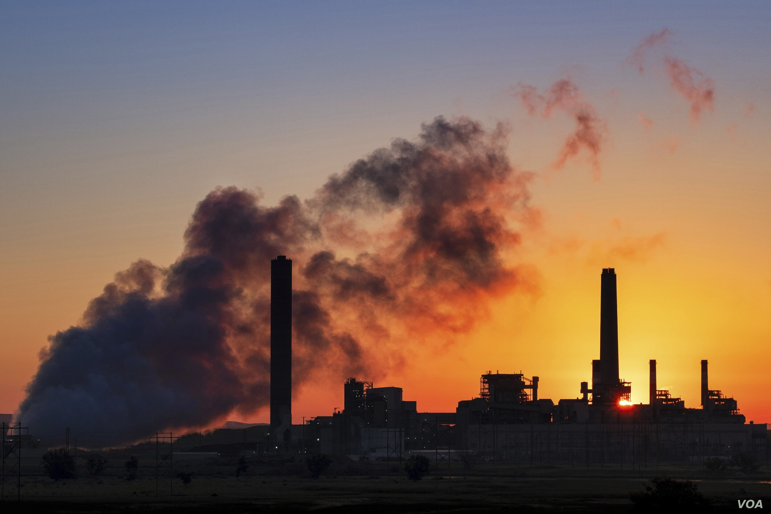 The Dave Johnson coal-fired power plant is silhouetted against the morning sun in Glenrock, Wyoming. (Voice of America)