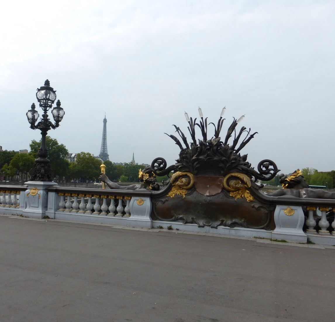 Ironwork and gold of Pont Alexandre III