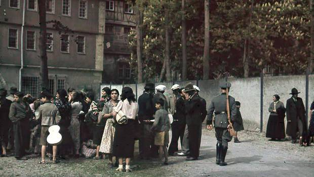 May 22, 1940 - Asperg - Deportation of Roma, Rally point guarded by police (Sammelplatz, Bewachung durch Polizisten) (o.Ang./German Federal Archive)