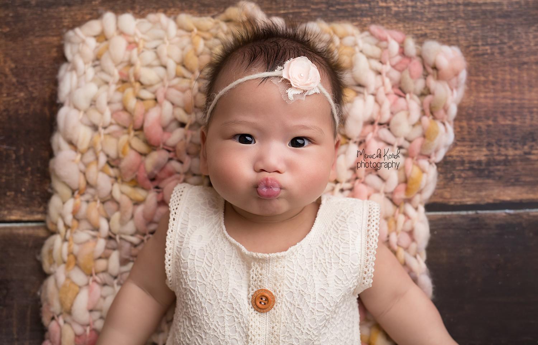 Amelia kissy web.jpg