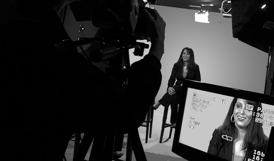https://upload.wikimedia.org/wikipedia/commons/e/e8/Corporate_Interview_in_Studio.jpg