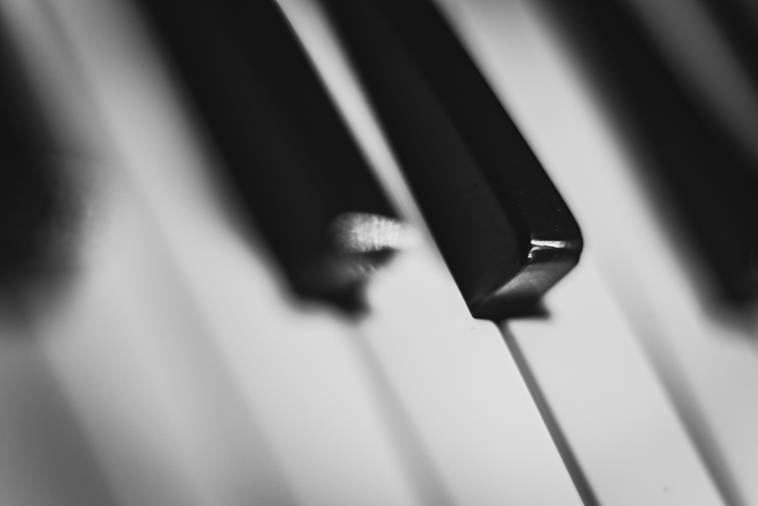 https://static.pexels.com/photos/18183/music-keys-piano-theme-colors.jpg
