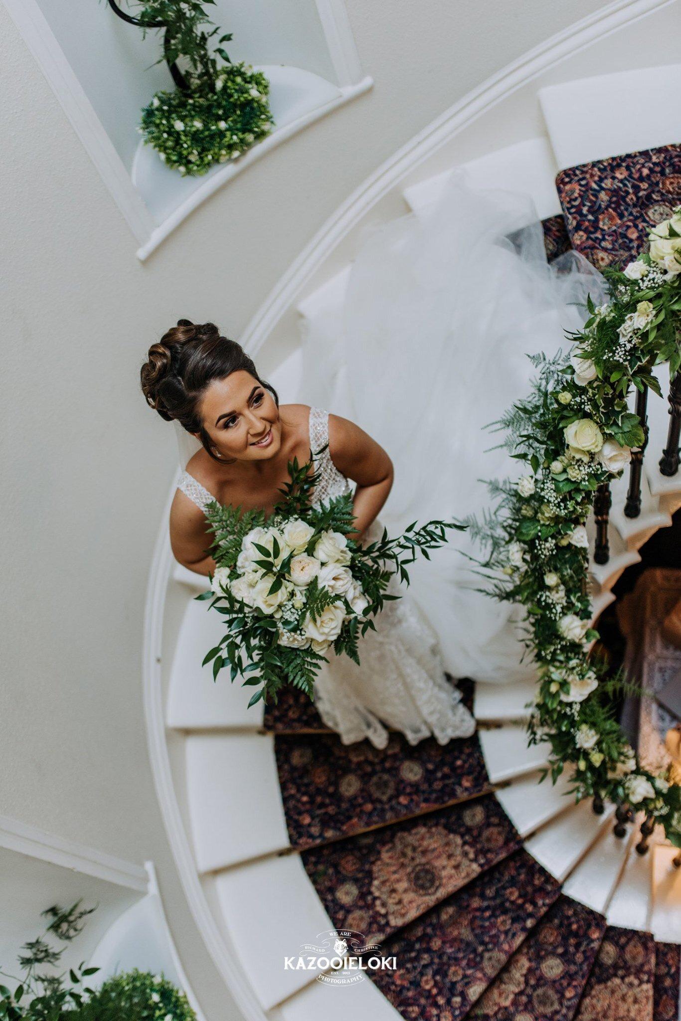 Victoria & Jack bride on stairs (Kazooieloki).jpg
