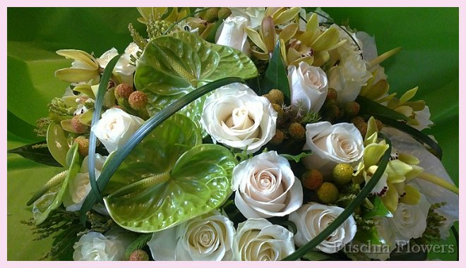 Green anthurium with vendella rosesa.jpg