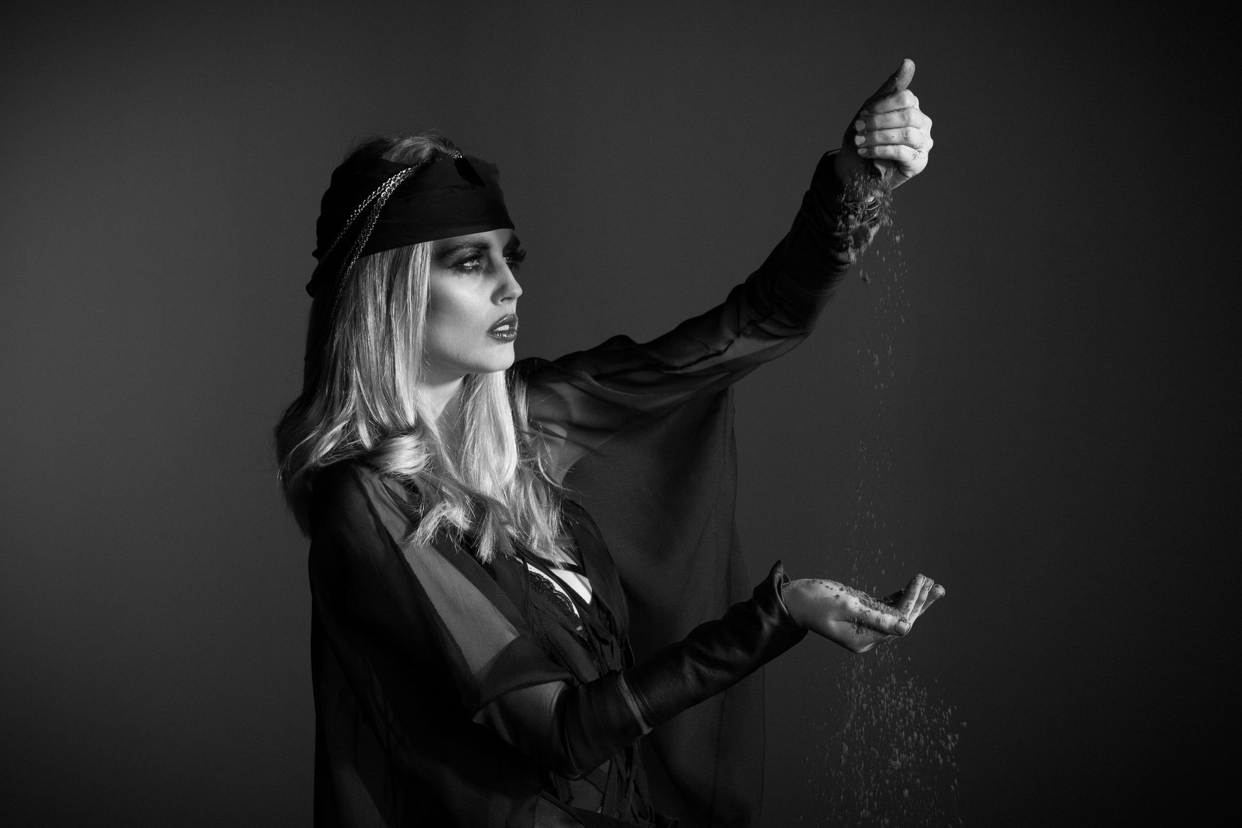 TheØrder-AW2013-IllaMagus-Editorial-11.jpg