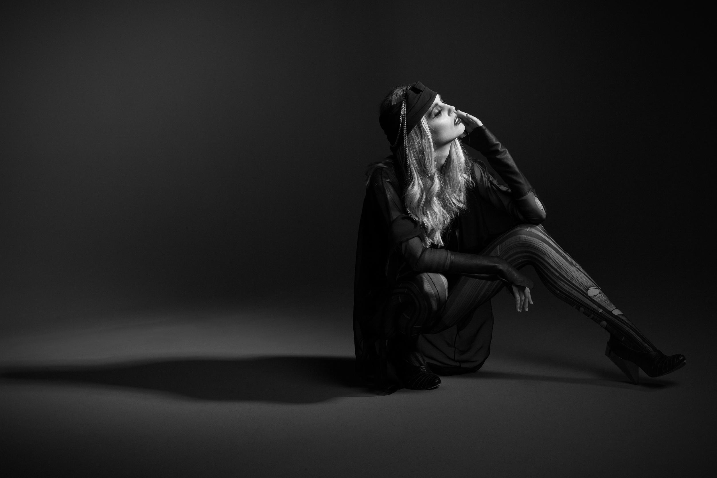 TheØrder-AW2013-IllaMagus-Editorial-12.jpg