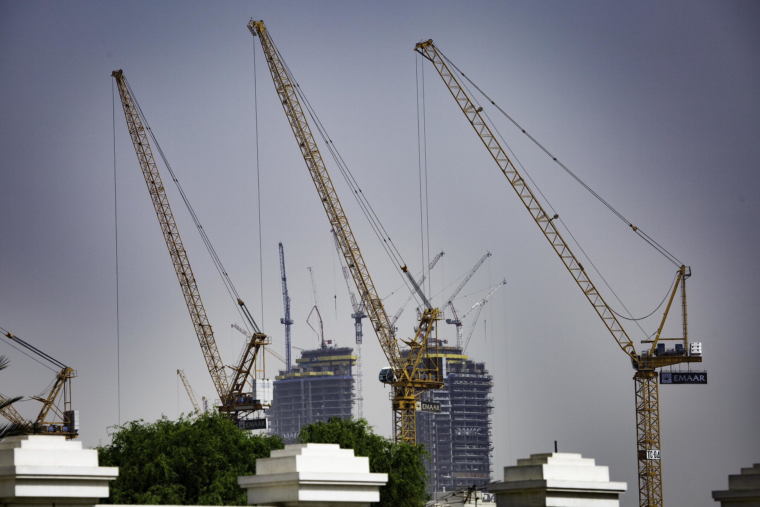 Cranes along the Dubai skyline.jpg