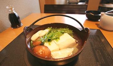 A simmering pot of Yudofu