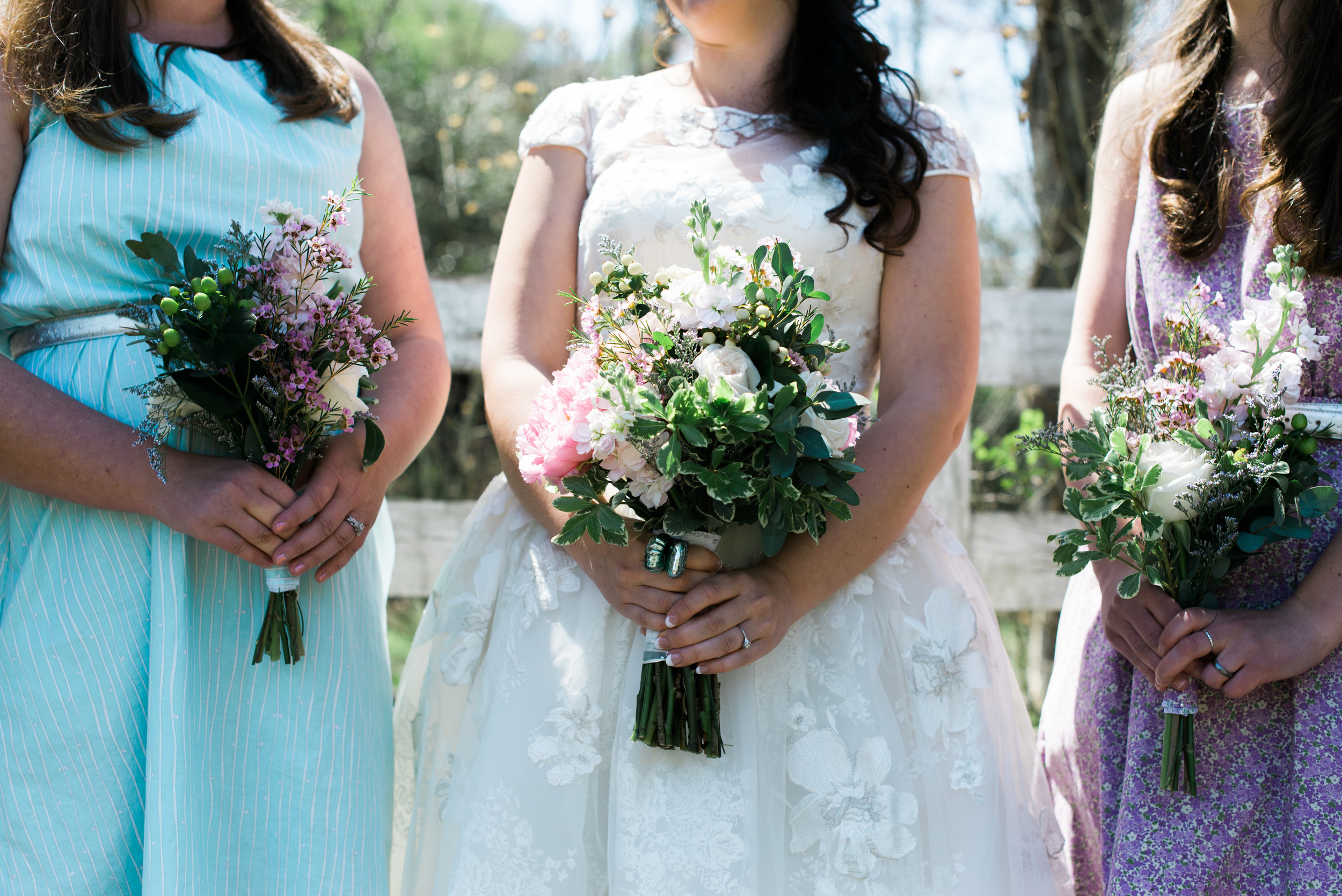 LOVING these beautiful wild flower bouquets.