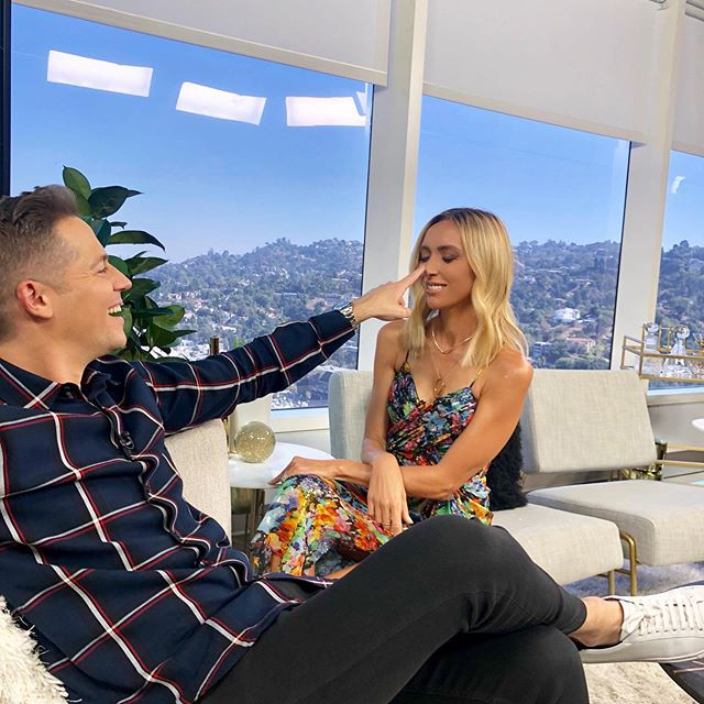 Back on @enews tonight with new hair and this crazy kid @thejasonkennedy 😂