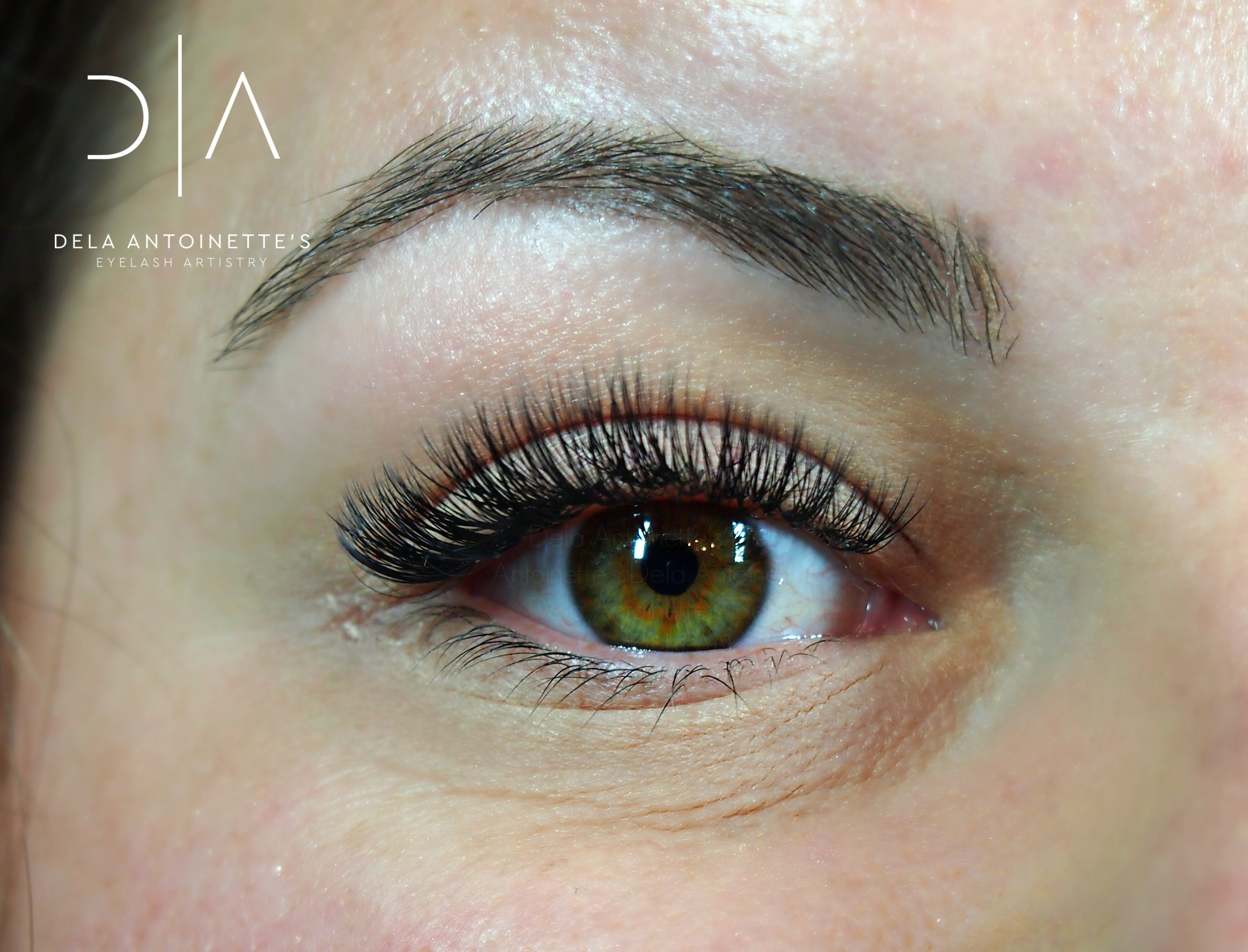 Volume lashes using a B curl