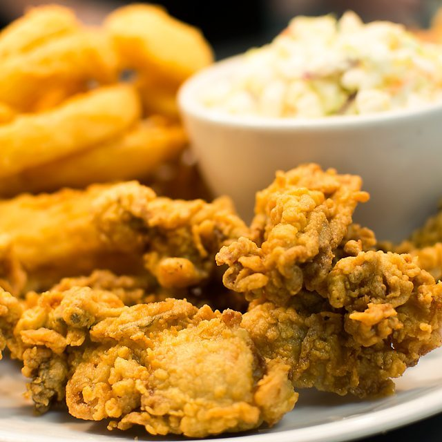 FRIED OYSTERS are looking delicious today! Come in and get some of these lightly breaded and fried, served with your choice of 2 sides. Open until 8:30pm. #friedoysters #thursdaynightdinner