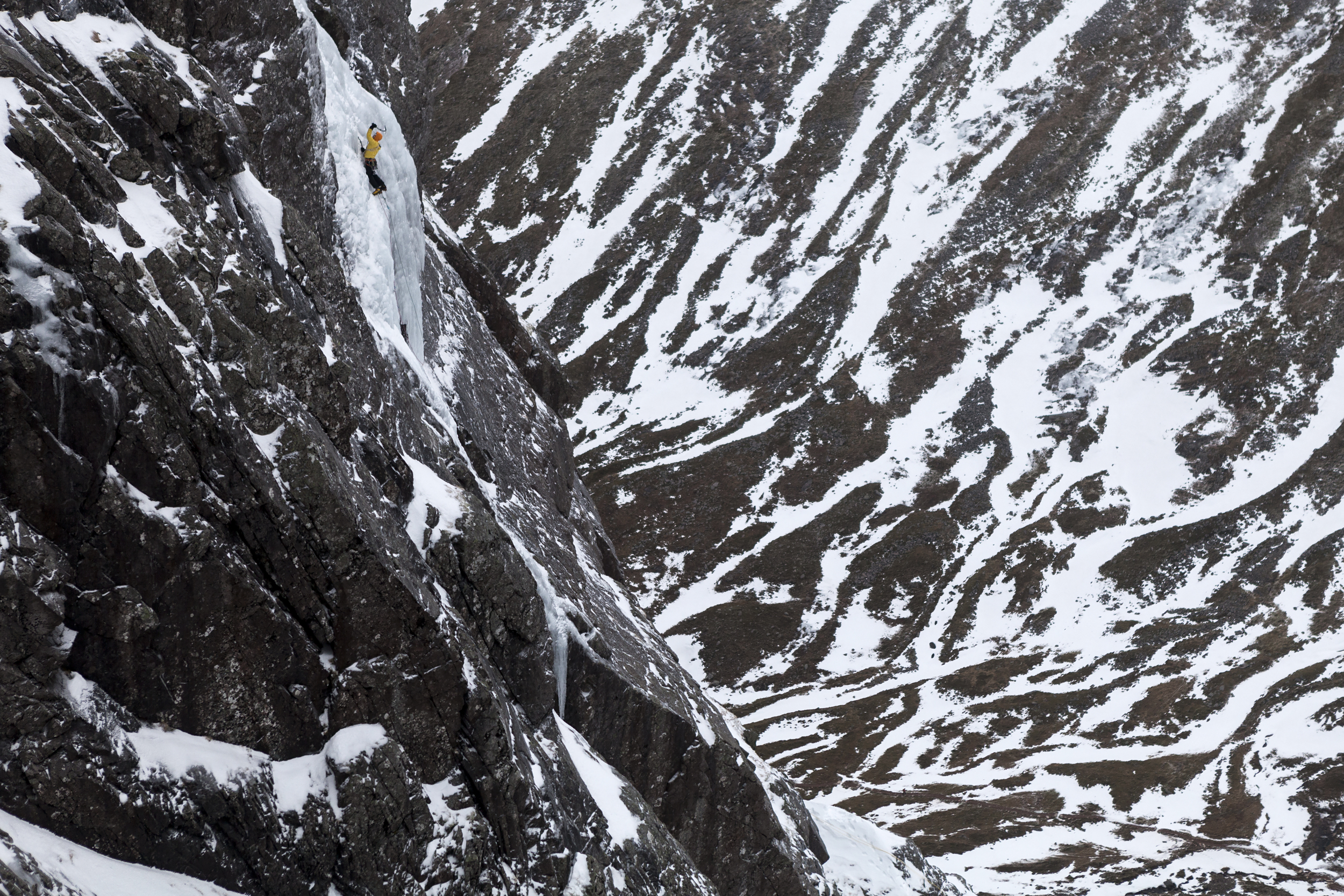 AndyCave climbing The Curtain on Ben Nevis Pic Hot Aches Productions - Matt Pycroft.jpg