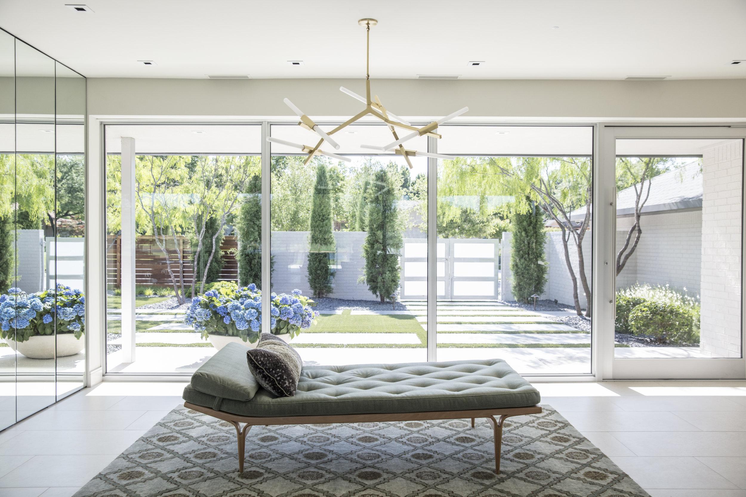 Stringer Interior 51818 080-medium.JPG