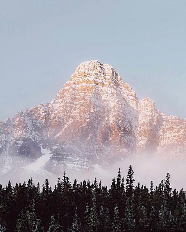 Sunrise. Mt Chephren. Banff. Alberta. Canada.