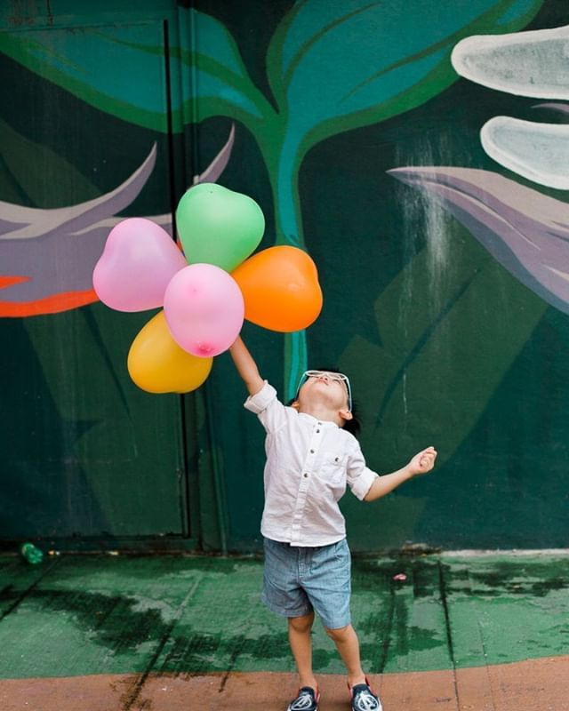 One thing I love about shooting families outside in the beating heart of the city is tiny moments of awe that are offered to you, the photographer, if you are open to receive them. Take, for example, a half deflated bunch of baloons left hanging on a wire, and a beautifully rendered mural, and a boy so delightful that he can't help but throw his head back in joy. ⁣ I'm itching to get out on the streets and discover more of what's there to be offered up. ⁣ .⁣ .⁣ .⁣ .⁣ .⁣ .⁣ #kualalumpur #bukitbintang #⁣ #instamalaysia #kualalumpurphotographer # #igersmalaysia #postthepeople #lookslikefilm #photographyislifee #subjectlight #lightinspired #thebloomforum #dearphotographer #clickinmoms #letthekids #cameramama #candidchildhood #childhoodunplugged # #kidsforreal #illuminatechildhood #childofig #littleandbrave #letthembelittle #clickmagazine #ohheymama #vscomalaysia