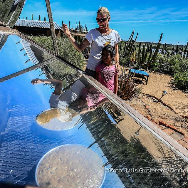 The baking crew with solar banana bread. Thanks to @photoluis1 for the picture.  #solaroven #fieldstation #fieldstationlife #solarcooking #solarpower #foodporn #solar #sonoran #sonora #baking #pals #madrina #carrotcake