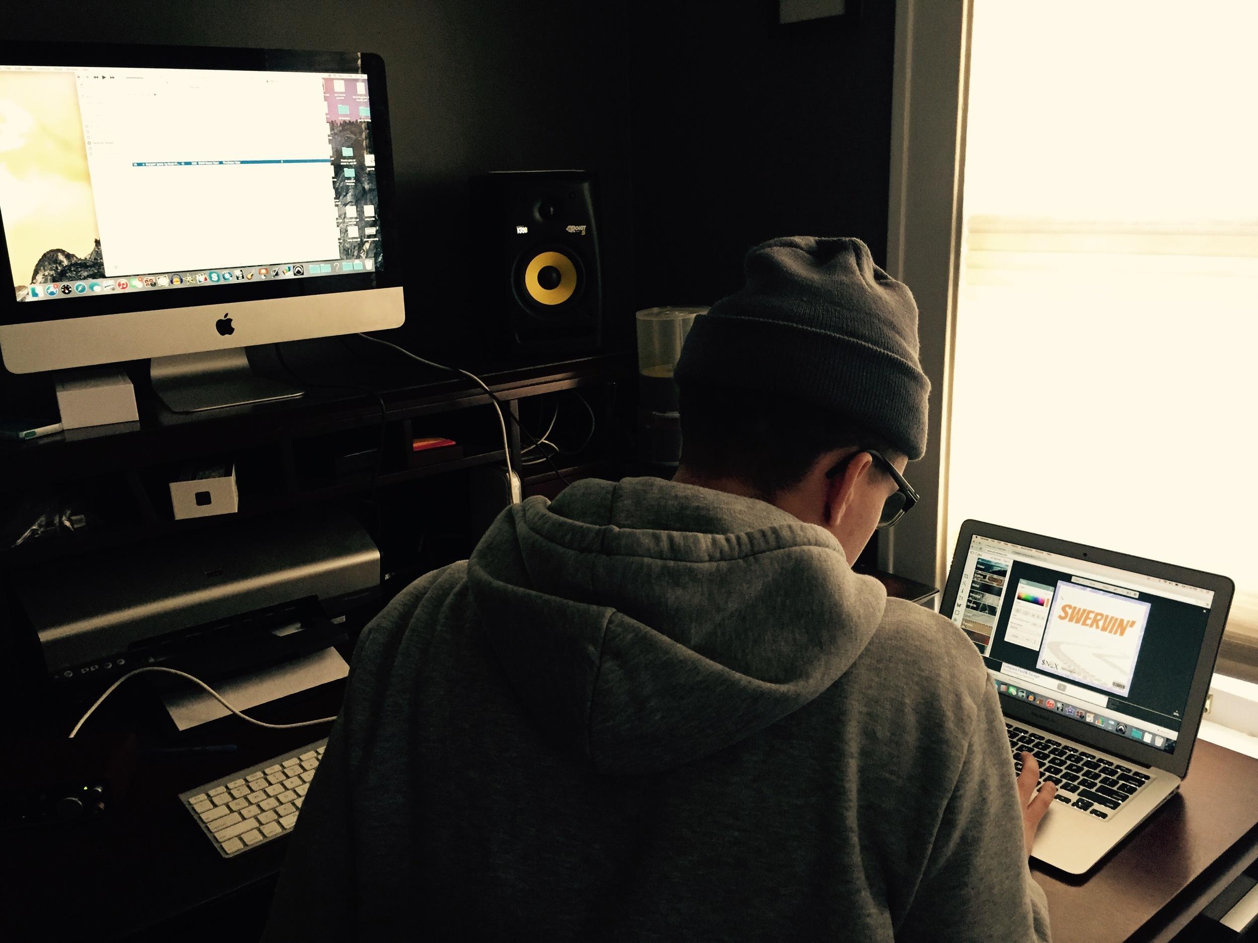 @buckpistorius working in his studio at home